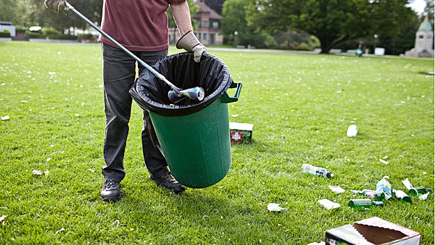 Littering als Problem: In Aarau sammeln Private den Abfall ein.