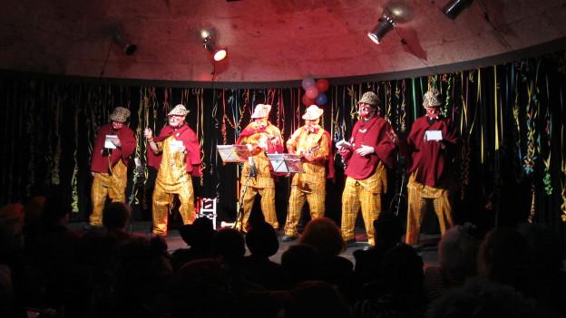 Die sechsköpfige Truppe bei eihrem Auftritt im Muttiturm