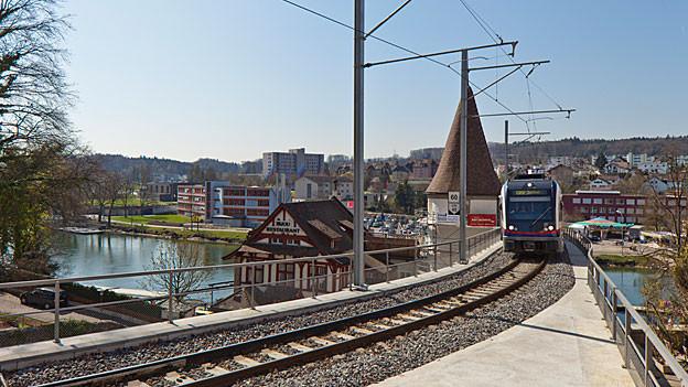 Barriere oder nicht? Die Bahnübergänge der Bremgarten-Dietikon-Bahn geben weiterhin zu reden.