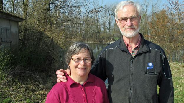 Verena und Simon Antener strahlen. Dank grosszügiger Spenden hat ihr Bauernhof auf der Aareinsel eine Zukunft.