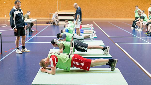 Im Rekrutierungszentrum in Windisch müssen fast alle Stellungspflichtigen zum Fitnesstest antreten – in Rüti nicht.