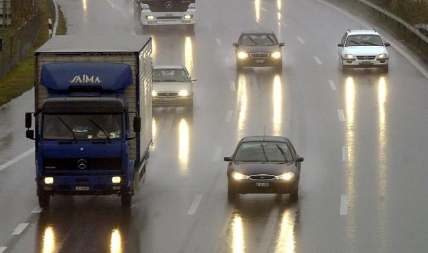 Autofahrer müssen neu das Licht auch tagsüber einschalten