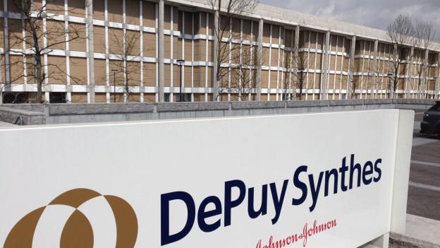 Blick von aussen auf den Sitz von Depuy Synthes in Zuchwil.