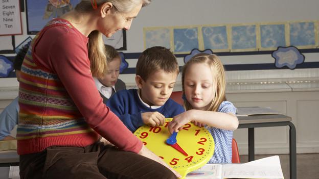 Die Aargauer Primarschulen suchen noch Lehrer.