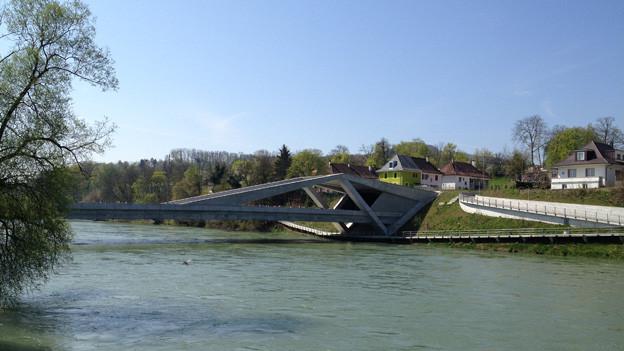 Blick auf die Aarebrücke und den Eingang zum Tunnel.