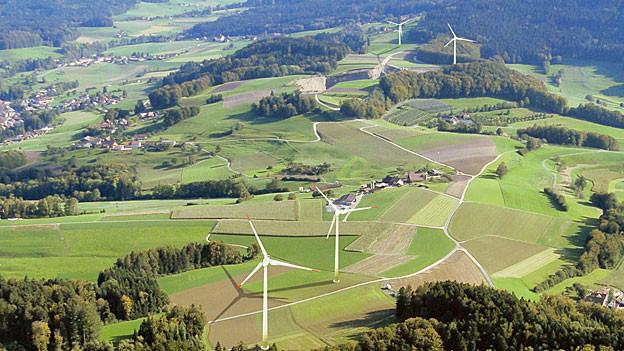 Vier Windräder, zwei davon auf Aargauer Boden: Das ist der Plan der Zentralschweizer Kraftwerke (Visualisierung). zvg