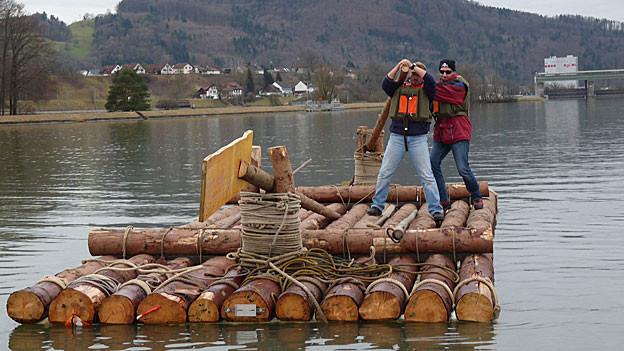 Dieses Floss darf auf dem Rhein fahren, hat der Kanton beschlossen