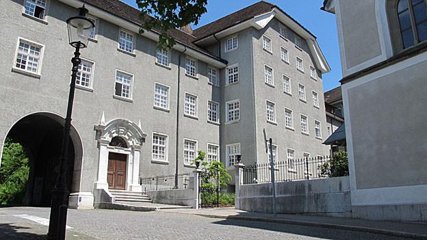 Blick auf den Franziskanerhof von der Strasse her.