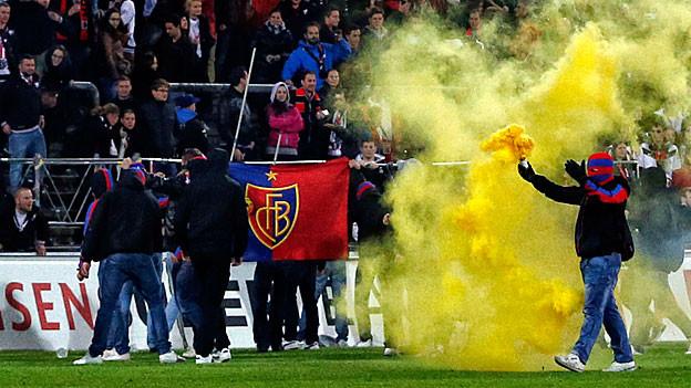 Wüste Szenen nach dem Meisterschaftsspiel Basel-Aarau im Brügglifeld. Nun muss die Sanktion dafür umgesetzt werden.