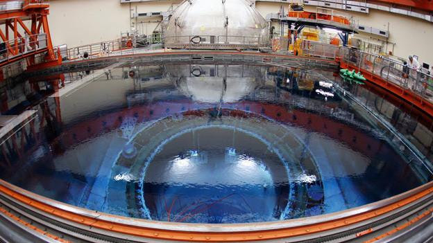 Blick von oben mit dem Brennelement-Transferbecken in die Tiefe zum Reaktordruckbehaelter im Kernkraftwerk Leibstadt.