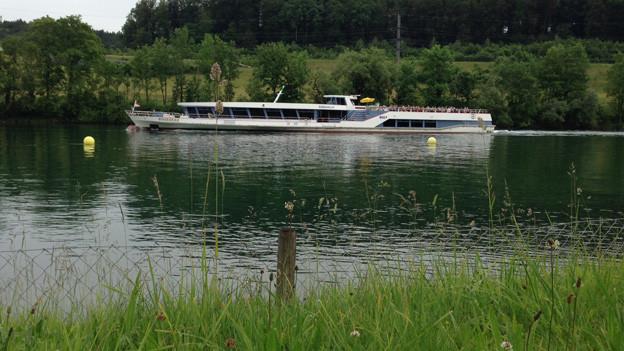 Schiff auf der Aare bei Solothurn.