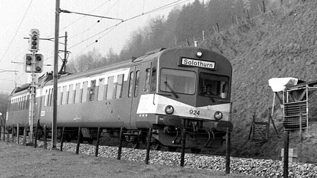 Seit 1908 gibt es die Solothurn-Moutier-Bahn (SMB). Nach mehreren Fusionen gehört sie seit 2006 zur BLS AG.