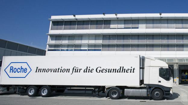 Roche-Lastwagen vor Fabrik in Kaiseraugst