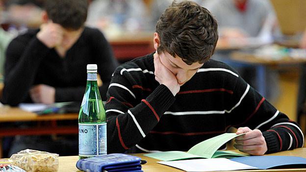 Aargauer Schüler können schlechter lesen als noch vor ein paar Jahren, das zeigt die Pisa-Studie 2012.