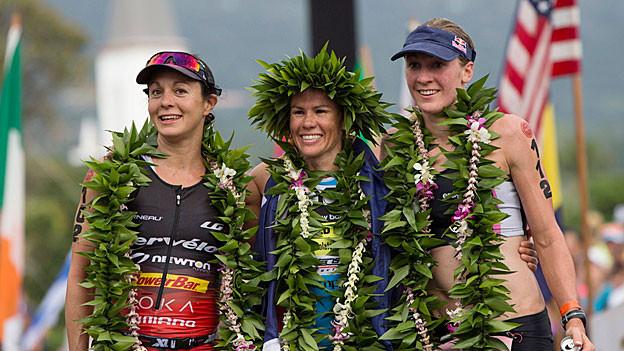 Daniela Ryf auf dem Podest in Hawaii (rechts). Sie will 2015 wieder am Ironman antreten.