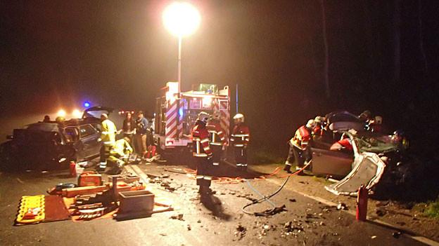Beim Unfall in Seon kamen zwei Personen ums Leben. Der Grund: ein gefährliches Überholmanöver.