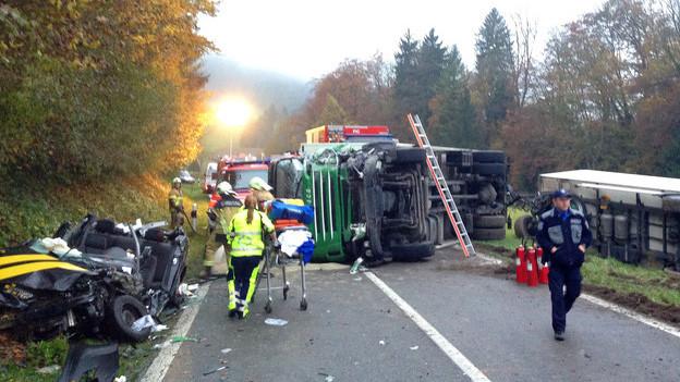 Schwerer Unfall zwischen Linienbus und Lastwagen bei Endingen
