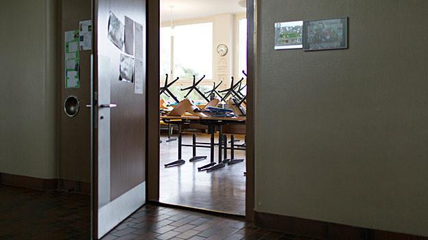 Die Bergschule Brunnersberg isch Geschichte. Das Schulleben im Tal für Kinder und Eltern noch neu.