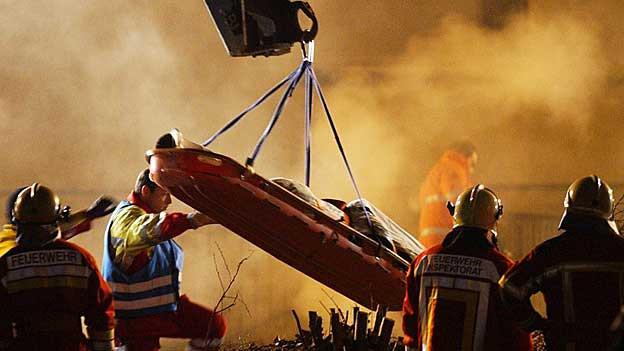 Beim Feuerwehrunglück Gretzenbach sterben 2004 sieben Feuerwehrmänner