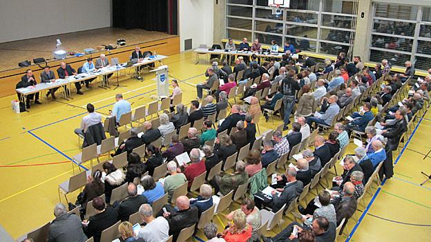 Ausnahmsweise war die Gemeindeversammlung in Oftringen gut besucht. Die Steuererhöhung lockte Publikum in den Saal.