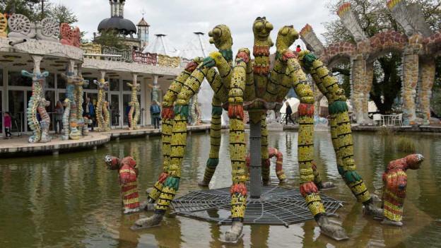 Skulpturenpark in Spreitenbach, Figur in einem Teich.