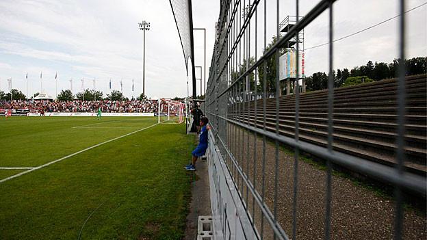 Das Aarauer Brügglifeld ist so nicht mehr tauglich für die Superleague. Nun will der Club Geld von der Stadt ausleihen.