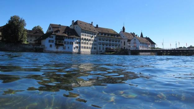 Die Qualität der Aare ist gut sagt der Kanton Solothurn. Trotzdem muss man Sorge tragen.