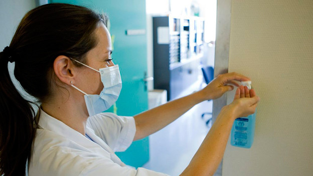 Das Kantonsspital Aarau ist wegen den zahlreichen Grippepatienten gefordert. (Symbolbild)