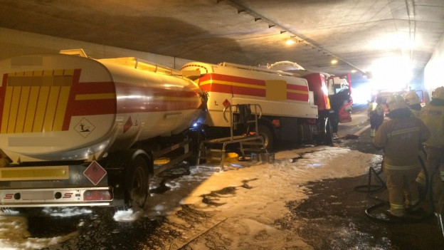 Verunfallter Lastwagen in A3-Tunnel