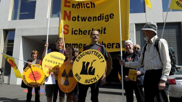 Vor dem Ensi in Brugg findet seit Jahren eine Mahnwache statt