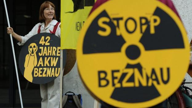 Seit 2011 demonstrieren Montag bis Donnerstag immer wieder Personen vor dem Ensi-Sitz in Brugg gegen Atomkraftwerke.