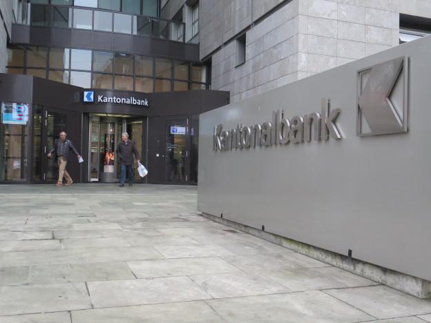 Eingang AKB-Hauptsitz Aarau