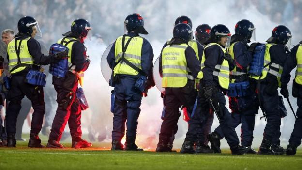 Polizei beim Spiel Aarau-Basel