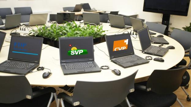 Runder Tisch mit Parteienlogos