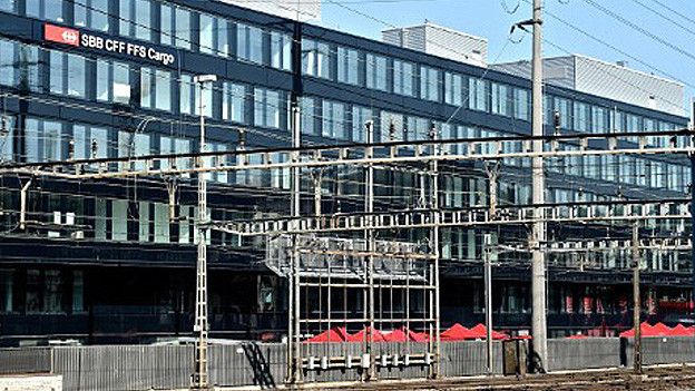 SBB Cargo hat am Samstag in Olten den neuen Hauptsitz eingeweiht. Und am Sonntag übernahm die neue Betriebszentrale Mitte die bisherigen Aufgaben des Fernsteuerzentrums Tannwald. Die SBB stärkt damit die Stellung Oltens als Eisenbahn-Verkehrsknotenpunkt.