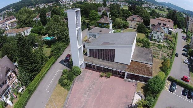 Eine Luftaufnahme der Kirche Turgi.