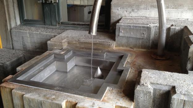 Eine der Quellen im Bäderquartier Baden, aus welchem Thermalwasser fliesst