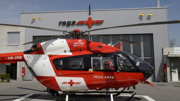 Rega-Helikopter auf der Basis Lausanne.