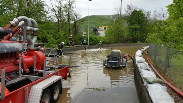 Die Bahnunterführung in Wildegg, Richtung Auenstein, stand unter Wasser.