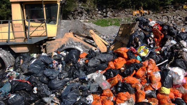 Im Kanton Aargau gibt es rund 600 ehemalige Abfalldeponien. Ein Teil davon muss bald saniert werden.