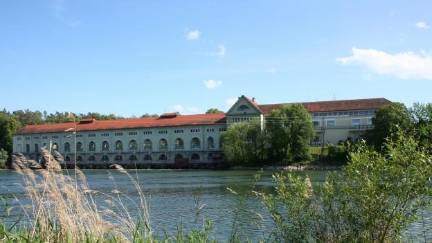Beim Wasserkraftwerk Döttingen-Beznau wurde ein totes Kind in der Aare entdeckt.