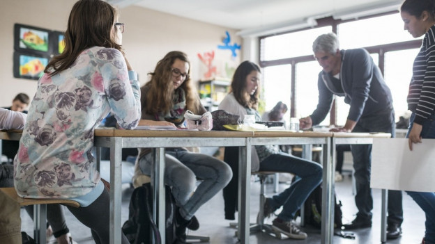 Aargauer Bezirksschullehrer wollen sich vor Gericht gegen eine Pensenerhöhung wehren.