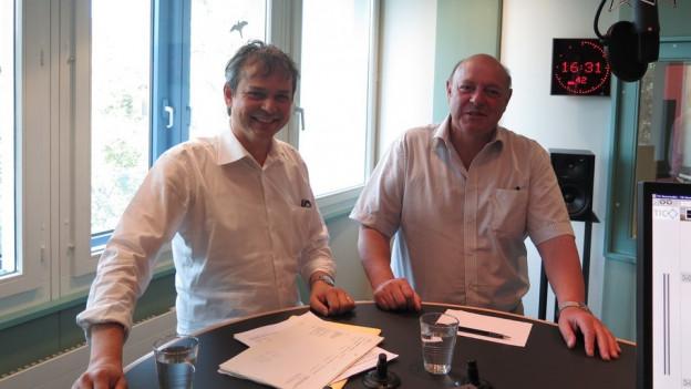 Es diskutierten SP-Nationalrat Philipp Hadorn (links im Bild) und SVP-Nationalrat Ulrich Giezendanner (rechts im Bild).