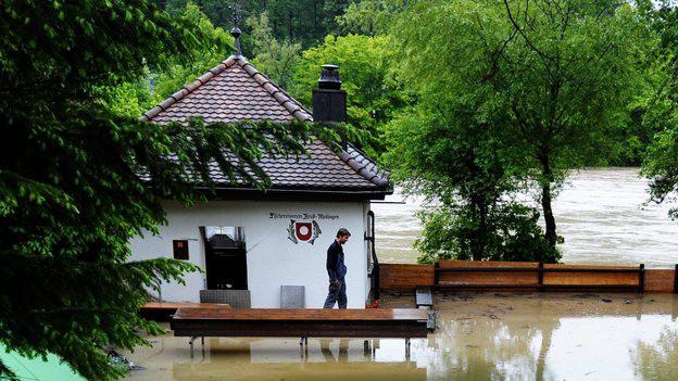 Wie kann man Überschwemmungen wie hier in Mellingen verhindern? Auf jeden Fall nicht mit einem neuen Wehr in Luzern.