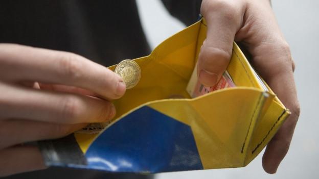 Klare und strengere Regeln für die Sozialhilfe. Die Regierung schickt Gesetzesrevision in Anhörung.