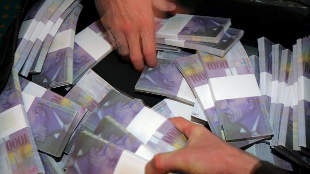 Die Aargauer Juso wollen eine fairere Vermögenssteuer im Aargau und lancieren eine Initiative dazu.