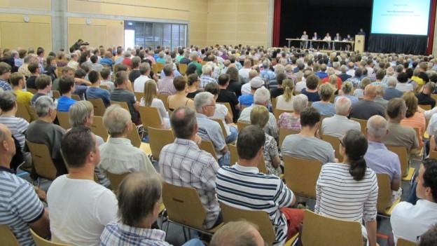 Der Infoabend zur geplanten Asylunterkunft im Schachen Deitingen war gut besucht. Die Bevölkerung findet die Unterkunft zu gross.