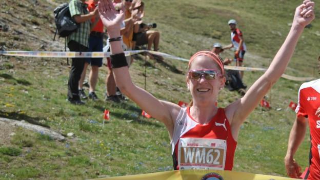 Martina Strähl gewinnt in Zermatt zwei WM-Goldmedallien.