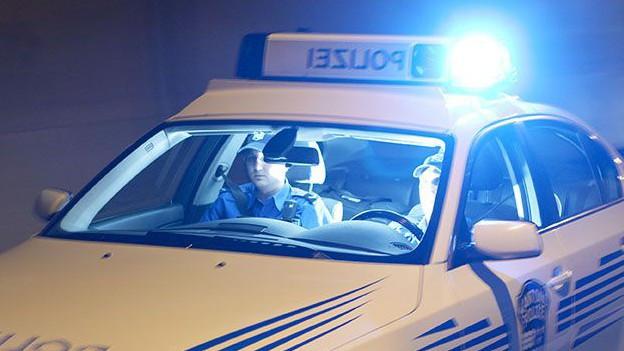 Patrouille der Kantonspolizei Aargau unterwegs in einem Tunnel.