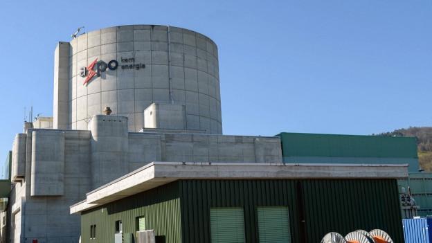 Das Axpo Logo auf dem Kernkraftwerk Beznau in Döttingen (AG) am Freitag, 6. März 2015.